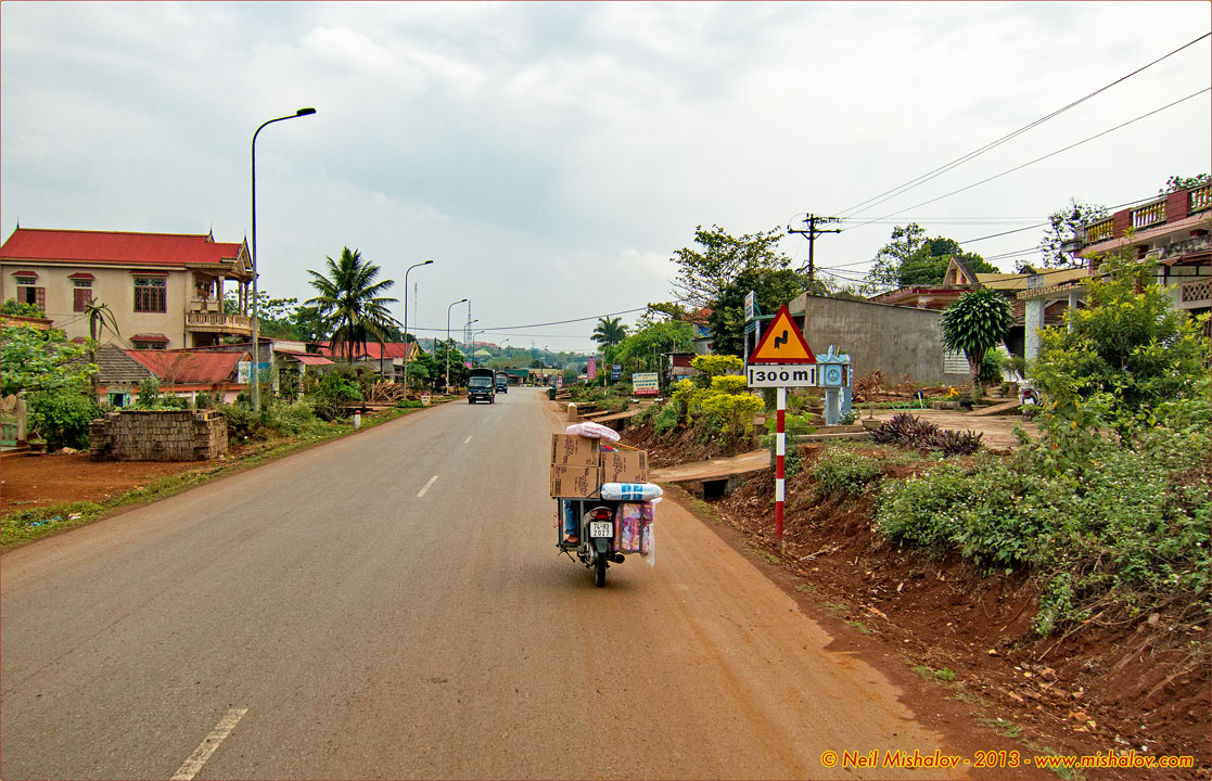 Lao Bao Vietnam  city photo : Lao Bao, Khe Sanh, A Shau Valley, A Luoi, Highway 49 and Hue: 13 March