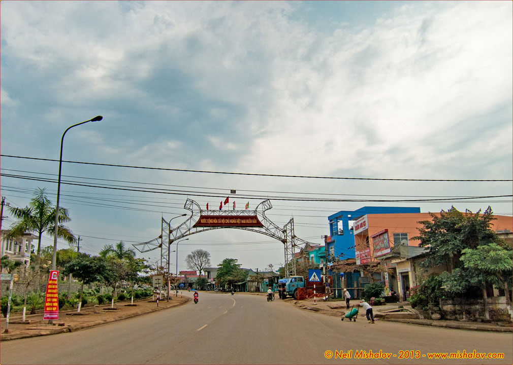 Lao Bao Vietnam  City pictures : Lao Bao, Khe Sanh, A Shau Valley, A Luoi, Highway 49 and Hue: 13 March